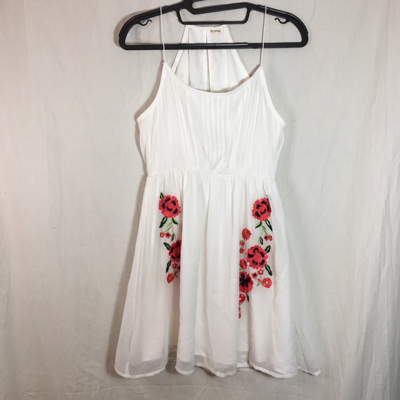 En Creme Tops - En Creme Shear White Top with Embroidered Flowers